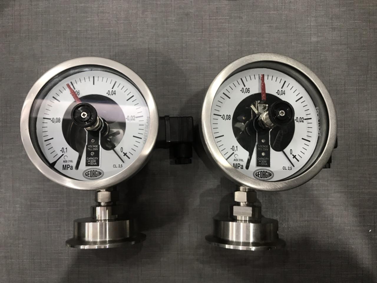 Đồng hồ đo áp suất màng có tiếp điểm sử dụng đơn vị Mpa