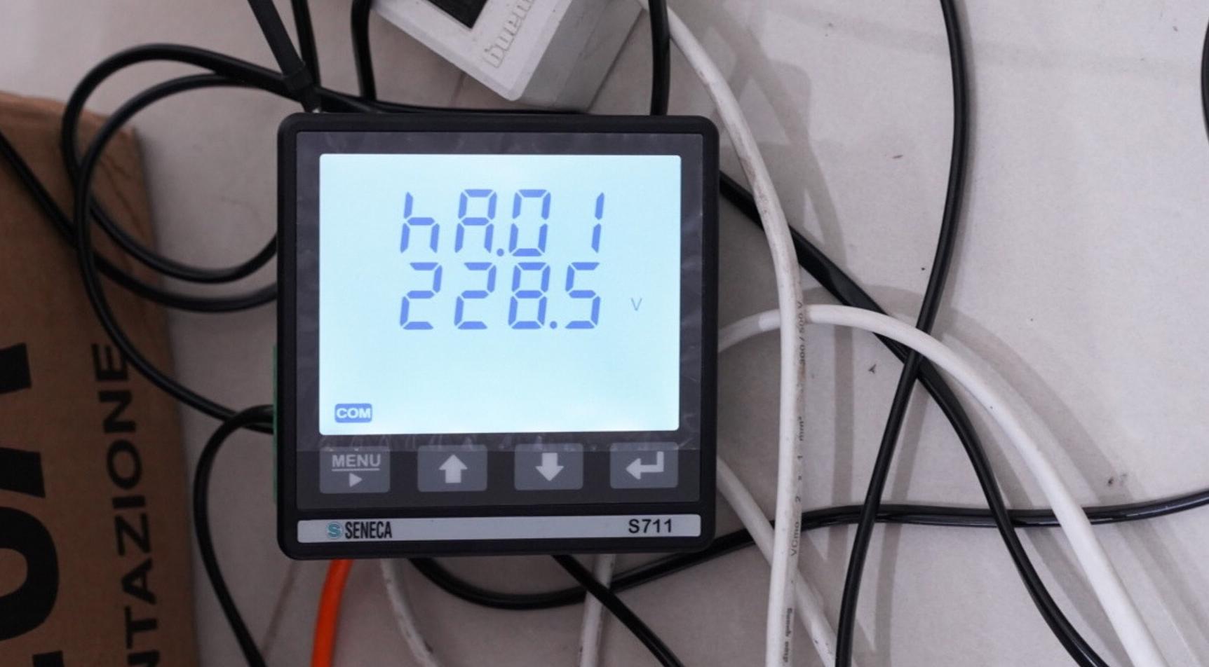 S711 hiển thị điện áp