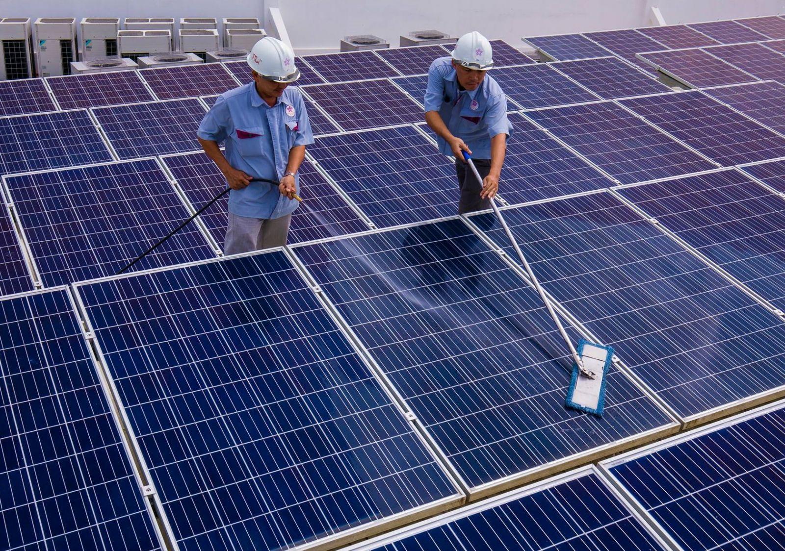 Bảo dưỡng tấm pin năng lượng mặt trời
