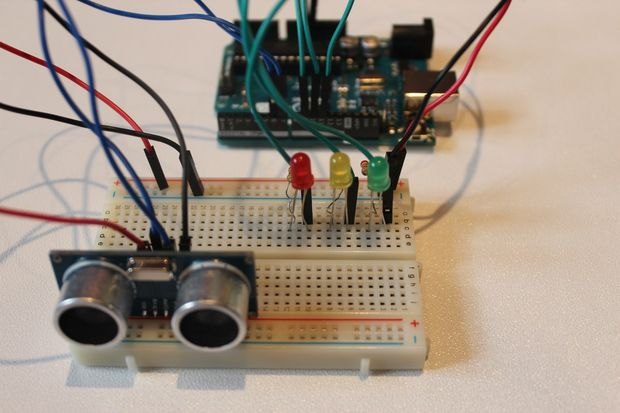 Mạch báo vật cản dùng cảm biến siêu âm arduino