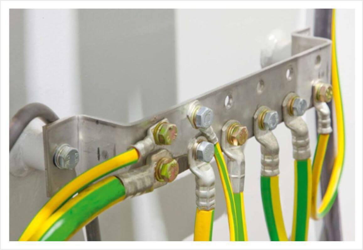 Nối mass hệ thống bằng dây màu vàng sọc xanh lá